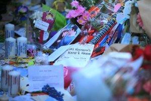 Homenaje a Cory Monteith afuera del hotel Fairmont Pacific Rim. Cortesía: primicia-noticias.com