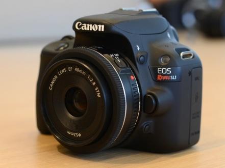 La combinación SL1-EF 40mm es compacta e ideal para hacer fotografía de calle con discreción.
