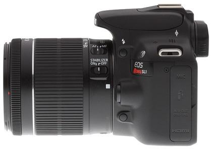 La combinación de la SL1 con el lente de fábrica no es tan compacta aunque es versátil. Crédito: Imaging Resource