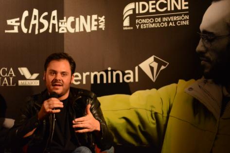 """Miguel Bonilla, conferencia de prensa """"Diente por diente"""". por Fernanda Enríquez."""