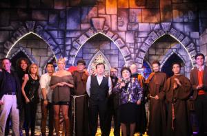 Alejandro Medina, Carmen Salinas, Sissi, Bobby Larios y el elenco de la obra / Foto: Igal Weintraub