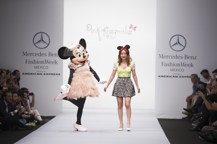 Parte del desfile de Pink Magnolia, en la colección PV 2013 - fashionweek.mx