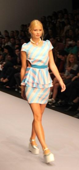 Los vestidos experimentaban con formas y combinaciones
