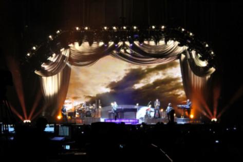 """Foto4: """"No había visto a tanta gente bailando esta canción desde 1984"""" declaró Richie. Créditos: Paola Ortiz"""