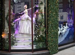Así lucían los escaparates de Harrods decorados con las princesas. Aquí, Cenicienta / Crédito: retaildesignblog.com