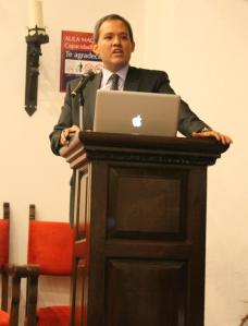 Mariano Navarro felicitó a los alumnos por los documentales que presentaron / Foto: Arturo Manjarrez