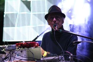 Él mismo conecto y preparó su escenario / J. Arturo Roseti